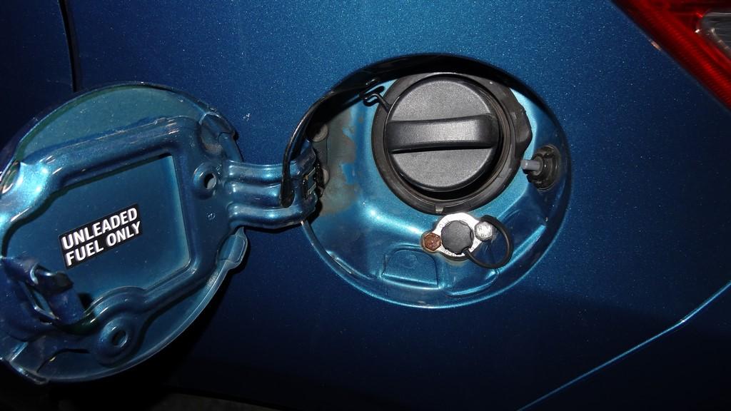 Газ на Тойту Ярис. Установка заправки в люб бензобака.